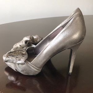 Pelle Moda Sueded Gray Leather 6M Open Toe Pumps